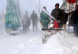 Kaldırımlar için mini kar küreme araçları alındı