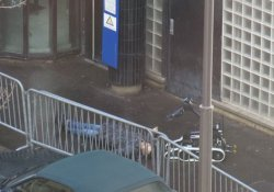 Paris'te polis merkezine saldırı