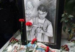 Metin Göktepe mezarı başında anıldı