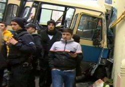 Sarıyer'de minibüs duvara çarptı: 1 ölü 15 yaralı