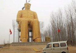 Dev Mao heykeli yıkıldı!