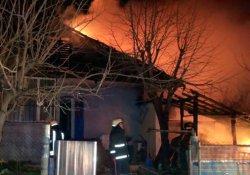 Yaşlıların kaldığı ev alev alev yandı!