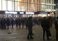 Köln'de bir grup göçmene saldırı
