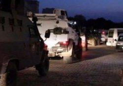 Polis karakoluna ses bombası atıldı