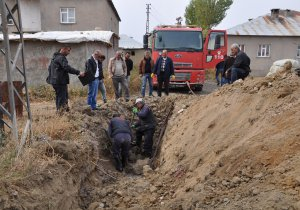 Yüksekova'da su arızalarını giderme çalışmaları sürüyor
