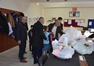 YÜTSO'dan öğrencilere kışlık giyecek yardımı