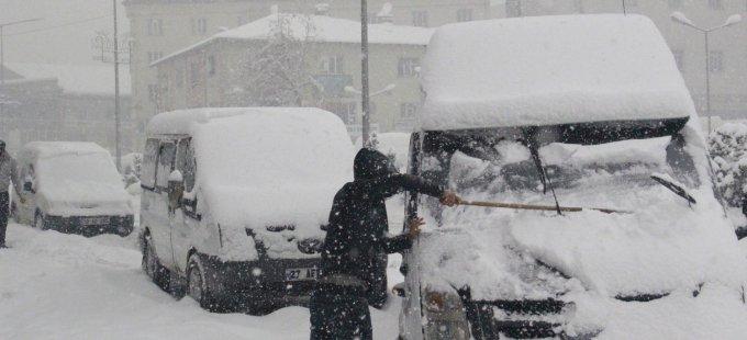 Hakkari'de 27 köy ve 93 mezra yolu ulaşıma kapandı