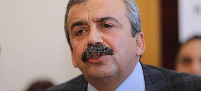 Sırrı Süreyya Önder: Kürtler büyük resmi görmüyor