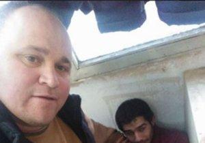 İşe geç kalan Suriyeli işçisini dövüp fotoğrafını paylaştı