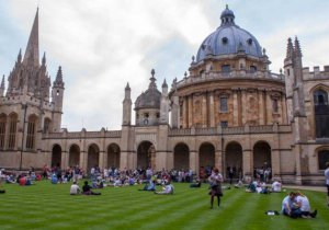 Oxford, 700 yıl sonra İngiltere dışında kampüs açabilir