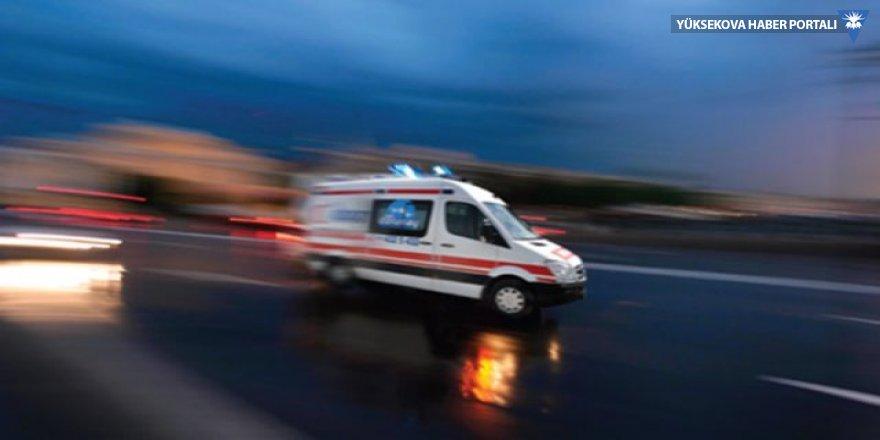 Van'da ambulansla tır çarpıştı; 4 yaralı