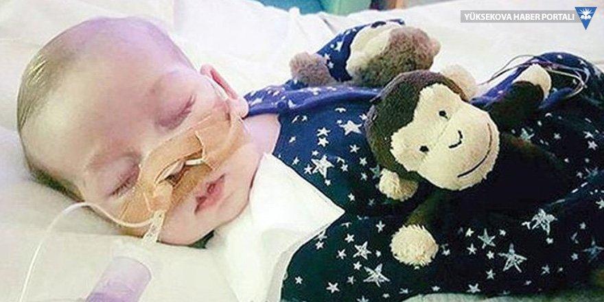 İngiltere'yi ayağa kaldıran 'Charlie bebek' öldü