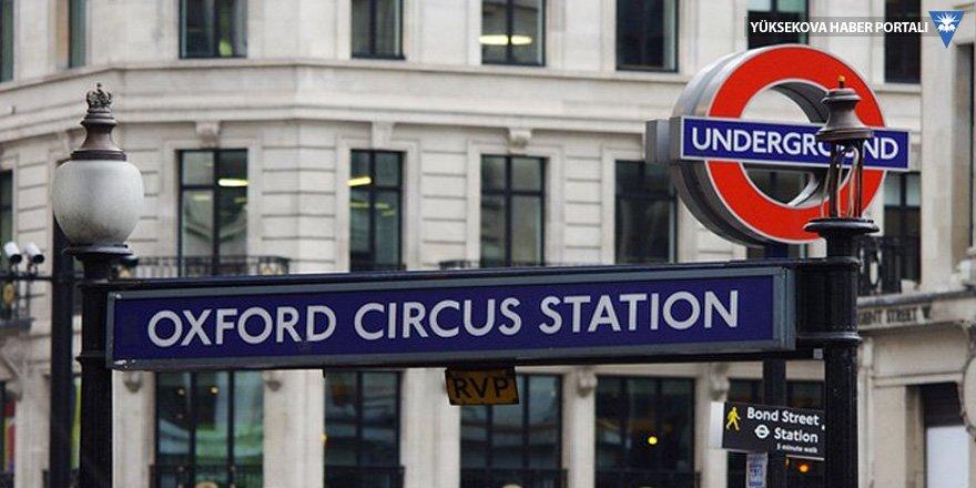 Londra'nın en kalabalık metrosunda yangın