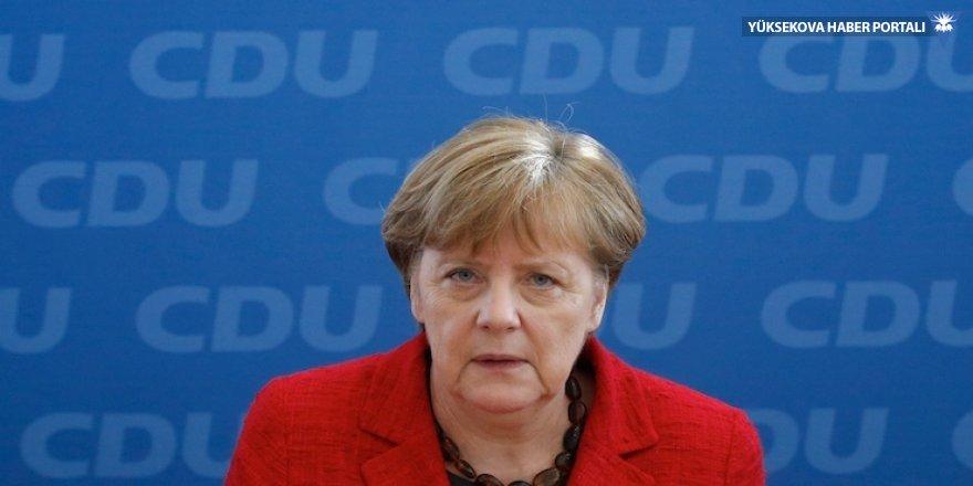 Yeşiller kazandı, Merkel kan kaybetti