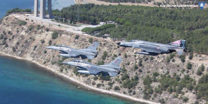 Genelkurmay Başkanı Hulusi Akar F16'yla uçtu