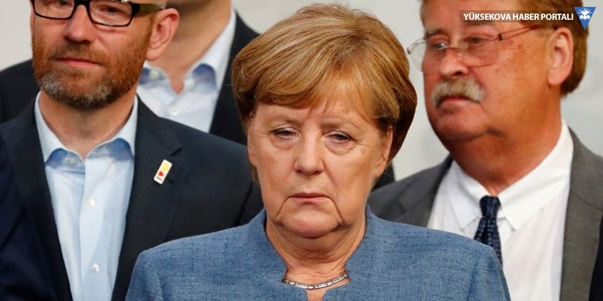 Angela Merkel'den 'Avrupa ordusu' önerisine destek