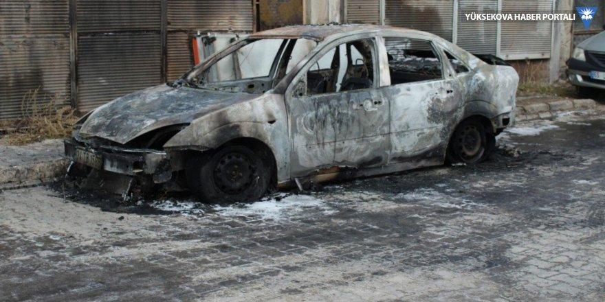 Park halindeki otomobil ateşe verildi