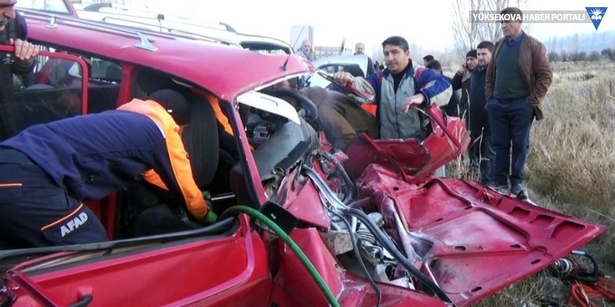 Erzincan'da trafik kazası: 2 ölü, 4 yaralı