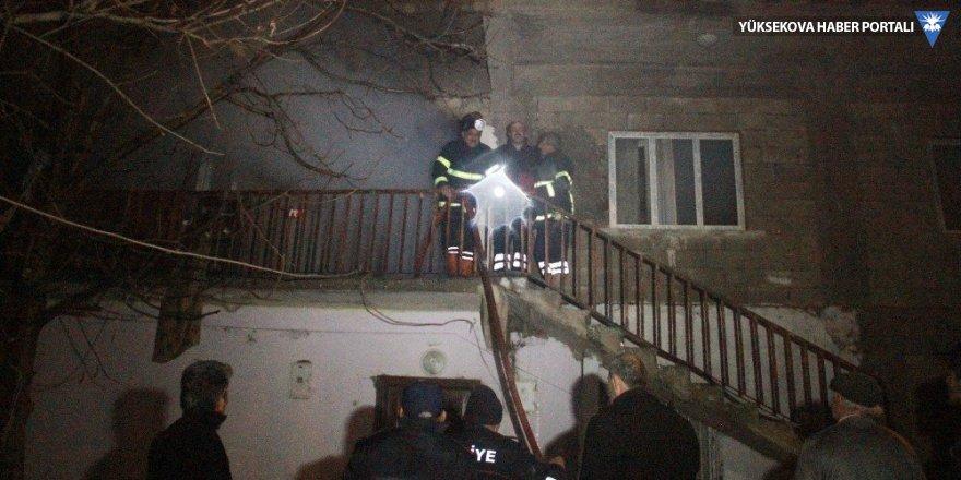 Hakkari'de çıkan yangın korku ve paniğe neden oldu