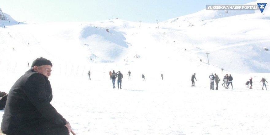 Hakkari'deki kayak merkezi haftasonları doluyor