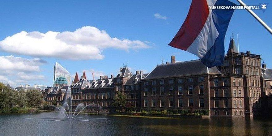 Hollanda'da göçmen karşıtı partiden oy patlaması