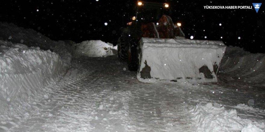 Yüksekova'da 180 yerleşim merkezinin yolu kapandı!
