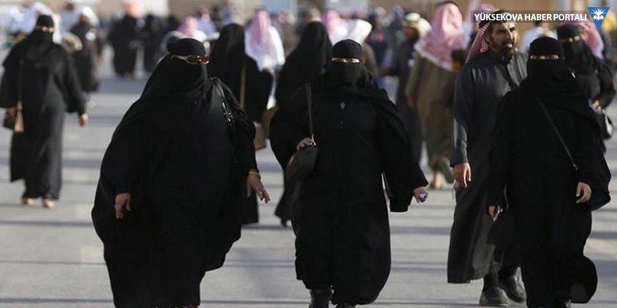 Suudi Arabistan'da kadınların çarşaf giyme zorunluluğu kalkıyor