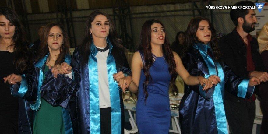 Yüksekova meslek yüksek okulu  ilk mezunların verdi