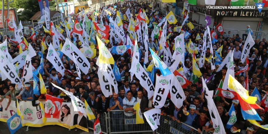 Guardian: 'Erdoğan'ı tehdit eden Kürt partisinin yükselişi ve düşüşü'