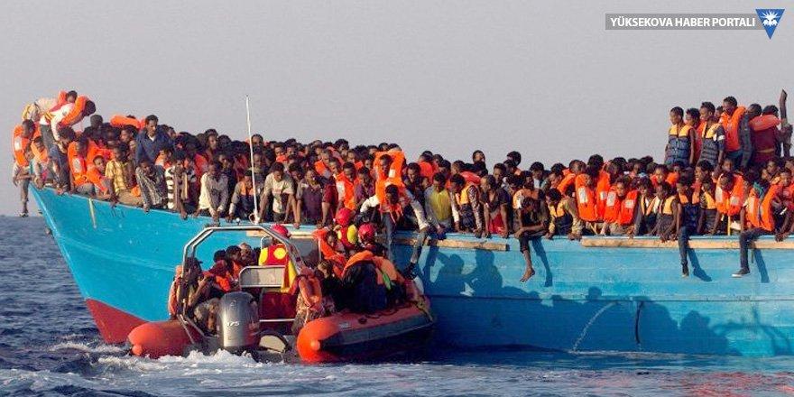 Libya açıklarında 100 göçmen boğuldu