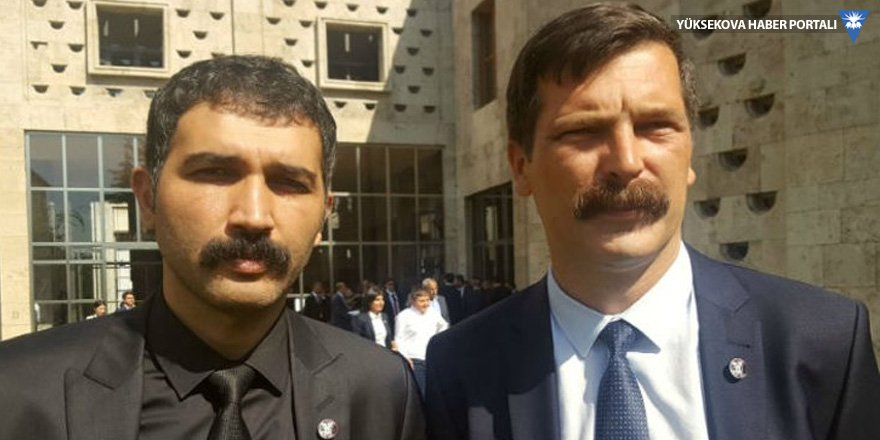 Meclis'te Behice Boran ve Mustafa Suphi rozeti