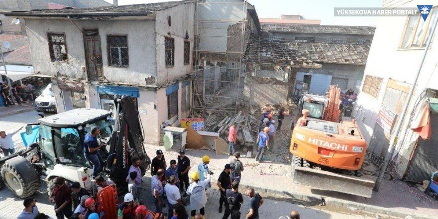 Van'daki Tarihi Peynirciler Çarşısı'nda göçük: 1 ölü 4 yaralı