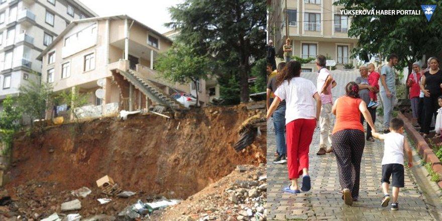 Sancaktepe'de toprak kayması