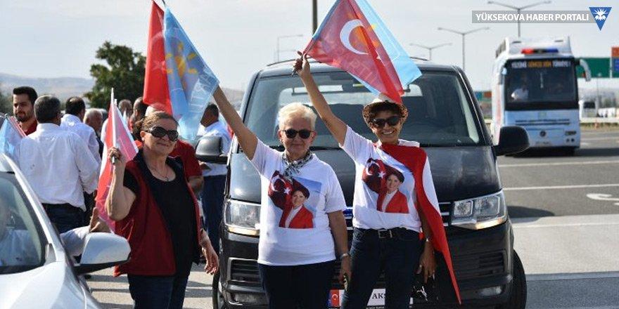 İYİ Partililer Akşener'i ikna etmek için İstanbul'a yürüyor