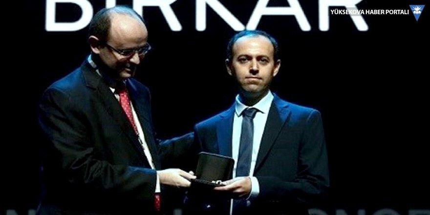 Ödülünü çaldıran Koçer Birkar'a ikinci madalya