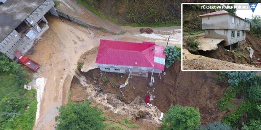 Rize'de heyelan: 1 ev çöktü, 22 ev boşaltıldı