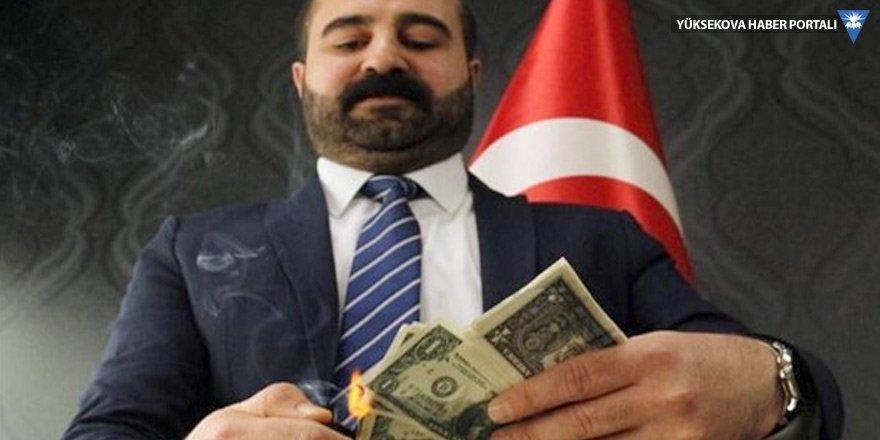 Hasan İzöl adlı iş adamı, ABD'ye tepki olarak dolar yaktı