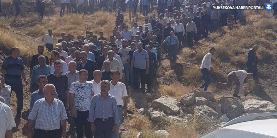 Van'daki kazada hayatını kaybeden 3 kişi Hakkari'de toprağa verildi