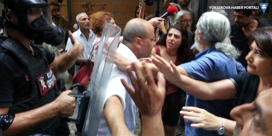 Cumartesi Anneleri'nin 700. eylemi yasaklandı: Meydan abluka altına alındı