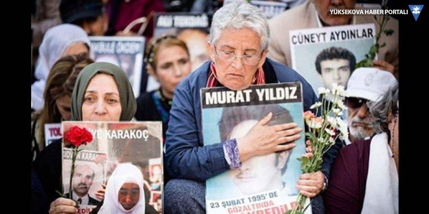 Ece Temelkuran: Sessizce çocuklarının kemiklerini isteyen annelere saldırdılar