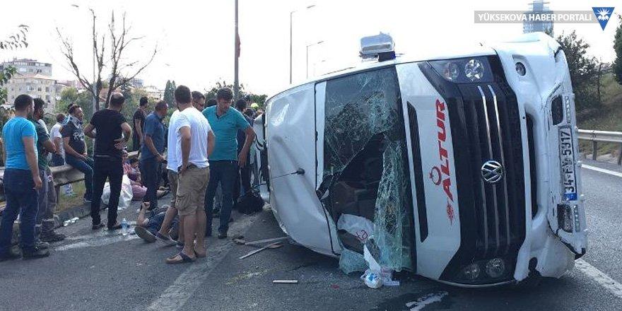 TEM'de minibüs kazası: 8 yaralı