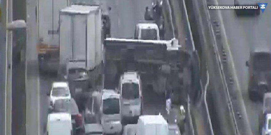 İstanbul'da kaza: E-5 kilit!