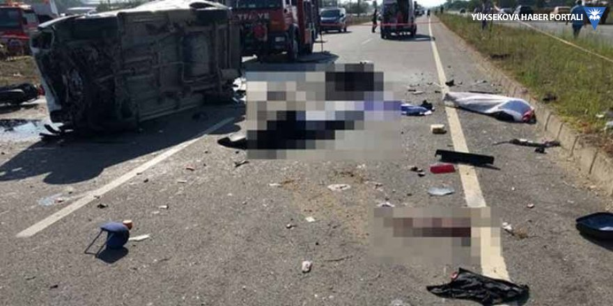 Hafif ticari araç motosikletli gruba çarptı: 7 ölü, 3 yaralı