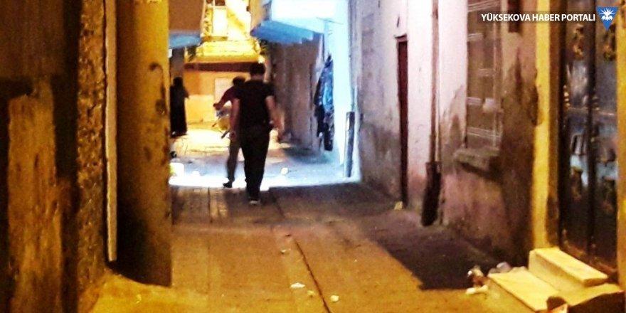 Diyarbakır'da ev baskını: 2 yaralı
