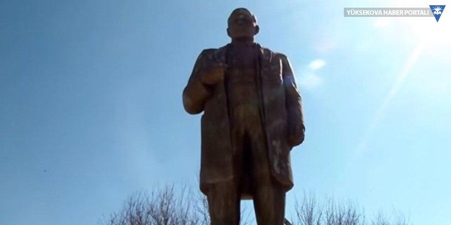 Tacikistan'da imamlar topladıkları parayla Lenin heykelini restore etti