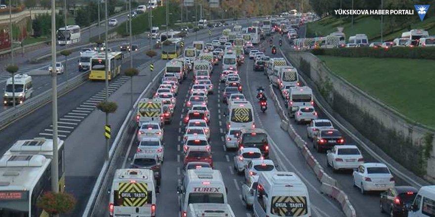 İstanbul trafiğinde okul yoğunluğu