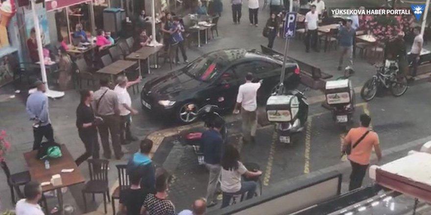 Otomobiliyle kalabalığın arasına daldı, 'hatırlamıyorum' dedi