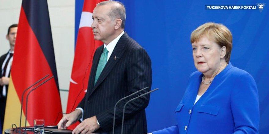 Görüşmenin şifreleri: Merkel ilk kez FETÖ dedi!