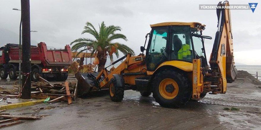 Tropik fırtına Yunanistan'da: Üç kişi kayıp
