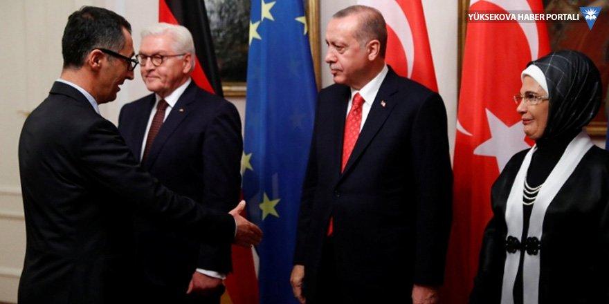 Erdoğan, Özdemir'in elini sıkmadı mı?